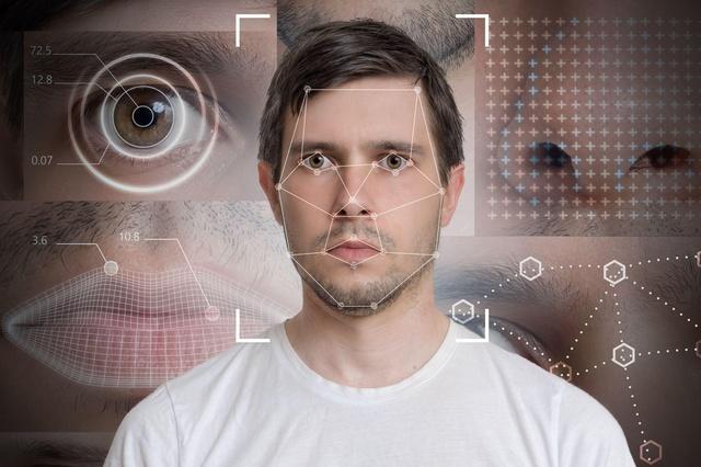 В реальном мире мы полагаемся не только на внешность, чтобы идентифицировать человека. Точно так же в цифровом мире нам нужно выйти за рамки физической биометрии и учитывать передовые технологии, такие как ИИ и машинное обучение (ML), которые распознают поведенческие черты. Рассмотрим гипотетический пример: ваш сосед, Лин, стучит в вашу дверь, чтобы одолжить газонокосилку. Вы уверены, что одолжили ей это, потому что, во-первых, вы узнаете Лин (физиологию). Во-вторых, для вас не является неожиданностью видеть вашего соседа у входной двери (контекст). В-третьих, Лин заимствовал газонокосилку раньше (история), и в результате вы оцениваете (интеллект) риск одолжить ей газонокосилку как низкий. Все эти факторы в совокупности создают высокий уровень уверенности в этом конкретном взаимодействии. Таким же образом, AI и ML способны учиться распознавать поведение, соответствующее поставленной задаче, и принимать решения за доли секунды. В мобильной коммерции поведенческая аналитика может оценить пассивную биометрию того, как человек взаимодействует со своим телефоном: как он печатает, проводит пальцами по веб-сайтам и приложениям и перемещается по ним. Из этих отдельных точек данных можно создать профиль пользователя, который мошенникам сложно подделать. AI и ML решения также эффективны, потому что они учатся. Чем больше образцов, тем умнее будет идентификация. Они также могут быть динамичным присутствием. Известный как непрерывная проверка, множественные поведенческие биометрии могут быть объединены в фоновом режиме, чтобы постоянно проверять человека, без этого дополнительного уровня безопасности, вызывающего любое нарушение вообще. Важно отметить, что эти методы аутентификации не требуют обширной личной информации. Вам не нужно знать дату или место рождения Лин, ее судимость, банковский счет или девичью фамилию, чтобы одолжить ей газонокосилку. Вам просто нужно знать достаточно, чтобы узнать Лин и быть уверенным, что ей можно доверять в этом взаимодействии.